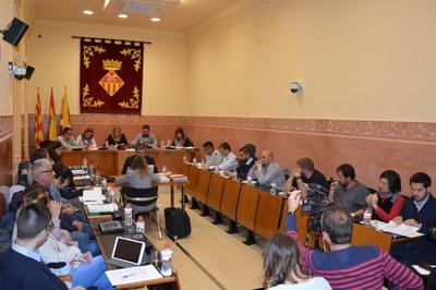 El Pleno se ha celebrado, como es habitual, en la sala Enric Vergés del consistorio.