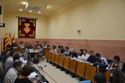 Fruto del reciente pacto de gobierno entre PSC y ECP, la distribución de los concejales en la Sala de Plenos se ha visto modificada (foto: Ayuntamiento).