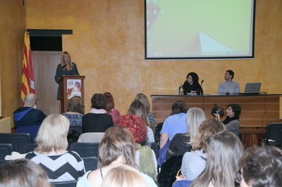 La alcaldesa ha abierto la presentación en el auditorio del Castell (foto: Ayuntamiento de Rubí – Localpres).