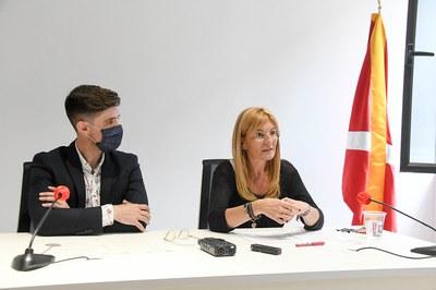 La alcaldesa y el regidor de Promoción de la Ciudad durante la rueda de prensa (foto: Ayuntamiento de Rubí – Localpres).
