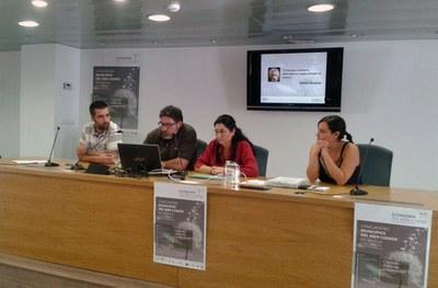 La alcaldesa y el equipo de Rubí Brilla durante su exposición (foto: Irene Machuca).