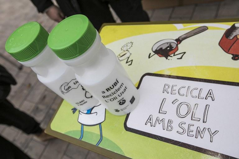 Entre las paradas había una sobre el proyecto de reciclaje del aceite de cocina Rubiclak (foto: Lali Puig)