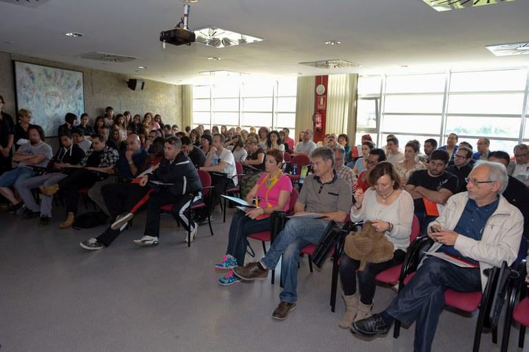 Auditorio lleno durante la presentación (foto: Localpres)
