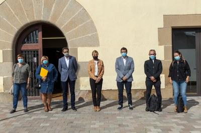 Los diferentes representantes se han reunido en la Masia Can Serra (Foto: Ayuntamiento/Localpres).