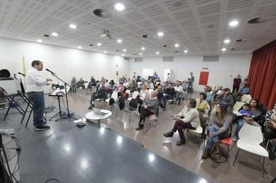 El auditorio de la biblioteca durante la presentación (foto: Ayuntamiento de Rubí – Localpres).