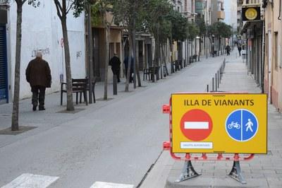 Los fines de semana no se puede circular por las calles Maximí Fornés, Pere Esmendia y Doctor Turró entre las 10.30 y las 22.30 h (foto: Localpres).