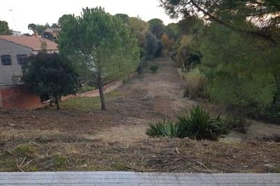 El Ayuntamiento realiza el mantenimiento de las franjas de protección contra incendios en las urbanizaciones de manera continuada (foto: Ayuntamiento de Rubí).