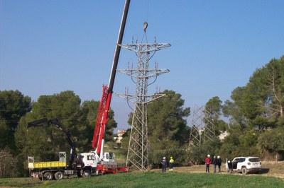 Esta línea eléctrica, con un trazado de unos 5 km, quedará totalmente desmontada próximamente.