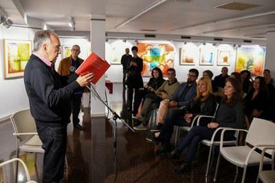 La alcaldesa y el concejal de Cultura han asistido al recital de Joan Margarit (foto: Localpres).