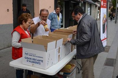Las entidades para la inclusión social han recogido 1.100 kilos de alimentos (foto: Localpres)