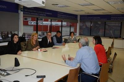 Un momento de la visita a Intersport en Cova Solera (foto: Localpres) .