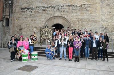 La alcaldesa acompaña a la Hermandad Andaluza Nuestra Señora del Rocío durante la bendición de su simpecado.