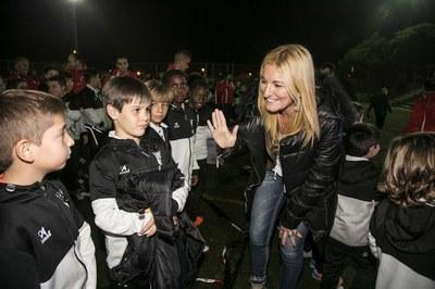 La alcaldesa ha saludado a los niños de la UE Rubí (foto: Lali Puig).