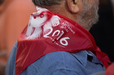 Los rubinenses ya empiezan a vestir el pañuelo de Fiesta Mayor (foto: Localpres)