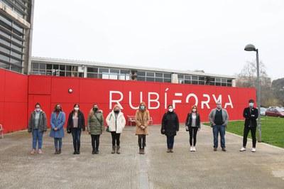 La alcaldesa se ha encontrado con las nuevas contrataciones a Rubí Forma (foto. Ayuntamiento de Rubí – Localpres).