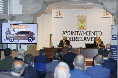 La alcaldesa, durante su intervención en el Foro Besaya Futura (foto: Ayuntamiento de Rubí - Javier Rosendo).