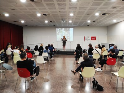 Un momento de la asamblea que tuvo lugar en la biblioteca (foto: Ayuntamiento de Rubí).