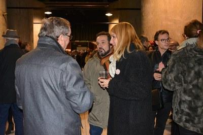 Durante la recepción, la alcaldesa ha conversado con buena parte de los asistentes.