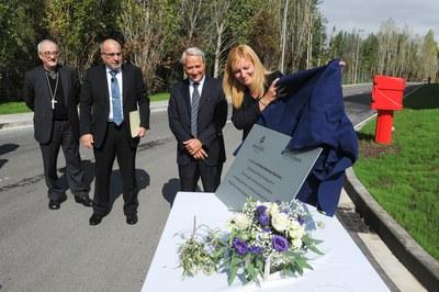 Momento en que la alcaldesa ha inaugurado el nuevo CLID (foto: Localpres).