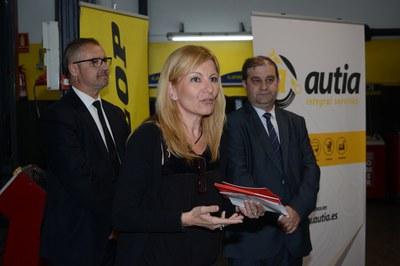 La alcaldesa, junto al director general y al presidente del Consejo de Administración de Autia (foto: Localpres)