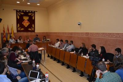 El Pleno extraordinario para debatir sobre el estado de la ciudad ha tenido lugar en la sala Enric Vergés del consistorio.