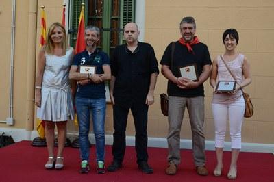 La alcaldesa y los representantes de las tres entidades homenajeadas se han hecho una foto de familia (foto: Localpres).