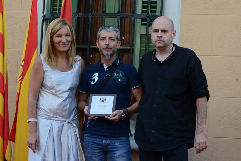 Por parte de los Diables de la Riera de Rubí, han subido al escenario Jordi Cots y Jaume Comas, presidente y jefe de colla de la entidad, respectivamente (foto: Localpres)