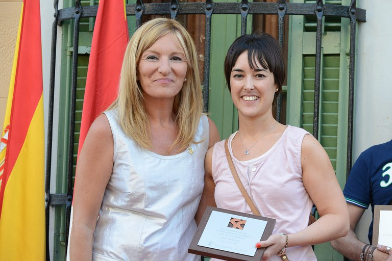 El reconocimiento del Museu Etnogràfic Vallhonrat ha sido entregado a Anna Vallhonrat, gestora cultural del centro (foto: Localpres)