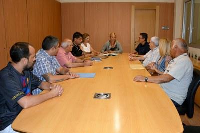 La reunión ha contado con vecinos del bloque afectado y del barrio.