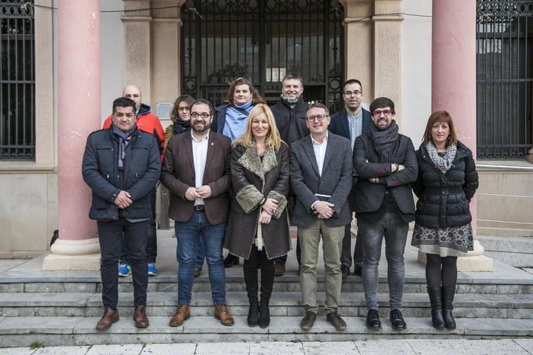 El delegado con los representantes del Pleno (foto: Ayuntamiento - Lali Puig)