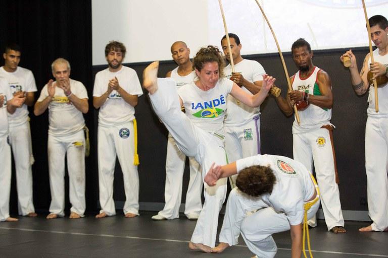 Capoeira en el Espai 14/13 (foto: Localpres)
