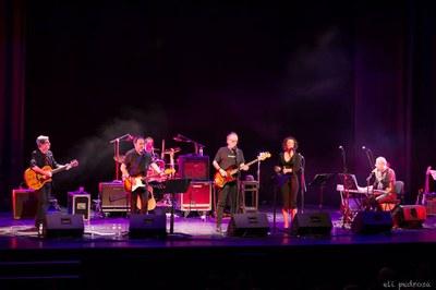 La banda de Joaquín Sabina, sobre el escenario (foto: Eli Pedrosa).