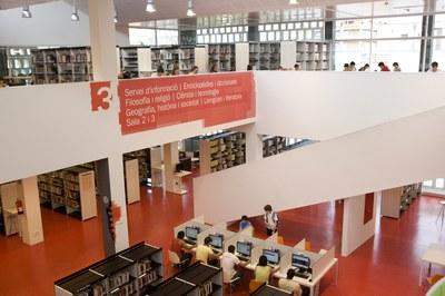 Interior de la Biblioteca Municipal (foto: Diputació de Barcelona. Ago2/Óscar Ferrer).