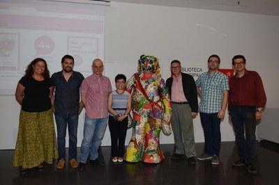 Parte de los ganadores, con los impulsores del concurso (foto: Localpres).