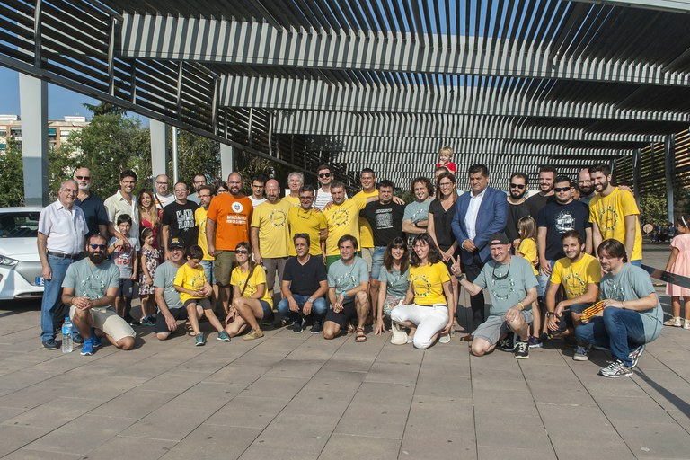 Maria Mas y Juan López con los participantes del rally (foto: Cesar Font)