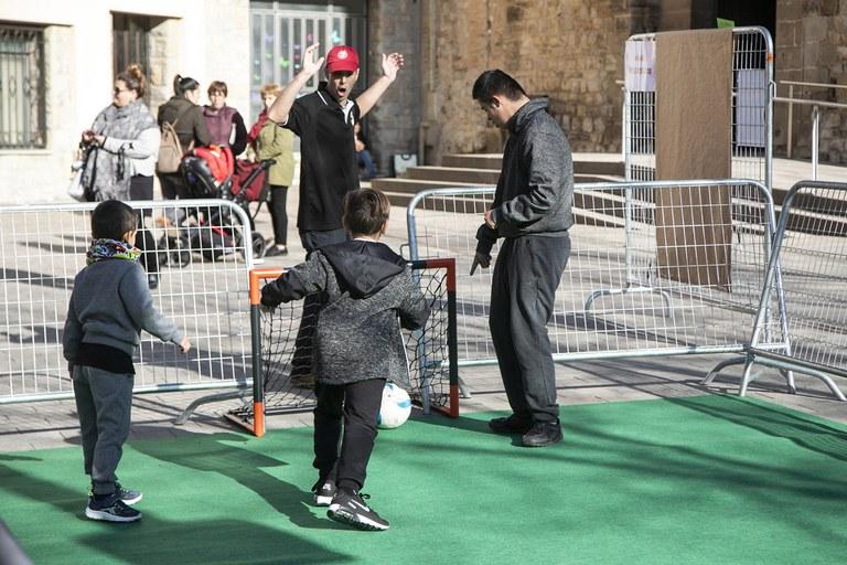 Actividad de fútbol del CEF Can Mir (foto: Ayuntamiento - Lali Puig)