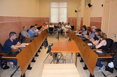 La Mesa de seguimiento de los vertederos ha conocido la última hora sobre las gestiones realizadas por el Ayuntamiento en materia de vertederos.