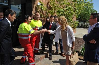 La alcaldesa ha saludado a los trabajadores Hidrotec (foto: Localpres)