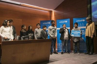 Momento de la entrega del reconocimiento (foto: Ayuntamiento de Rubí - Lali Puig)