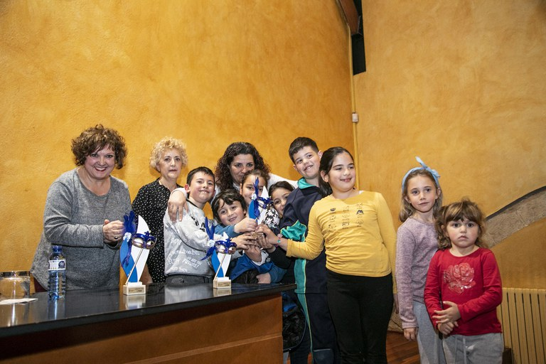 "La segunda clasificada ha sido la comparsa ""Un mar de plàstic quin fàstic"", del AMPA de la Escuela 25 de Setembre (foto: Ayuntamiento – Lali Puig)"
