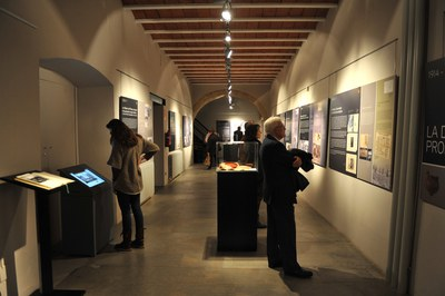La exposición hace un recorrido fotográfico por la arqueología catalana (foto: Localpres)