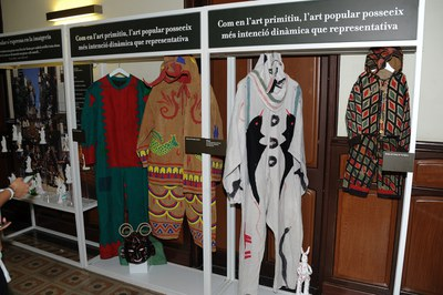 En la muestra se pueden ver vestidos de diversas fiestas (foto: Localpres)