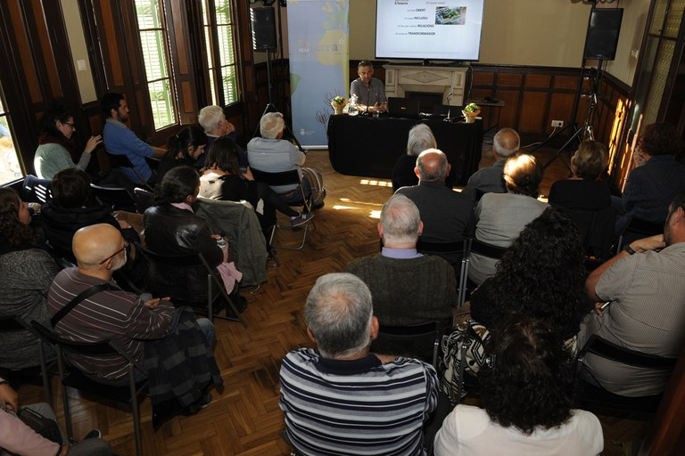 El pasado viernes tuvo lugar la actividad 'Parlant de la terra' en el Ateneu (foto: Localpres)