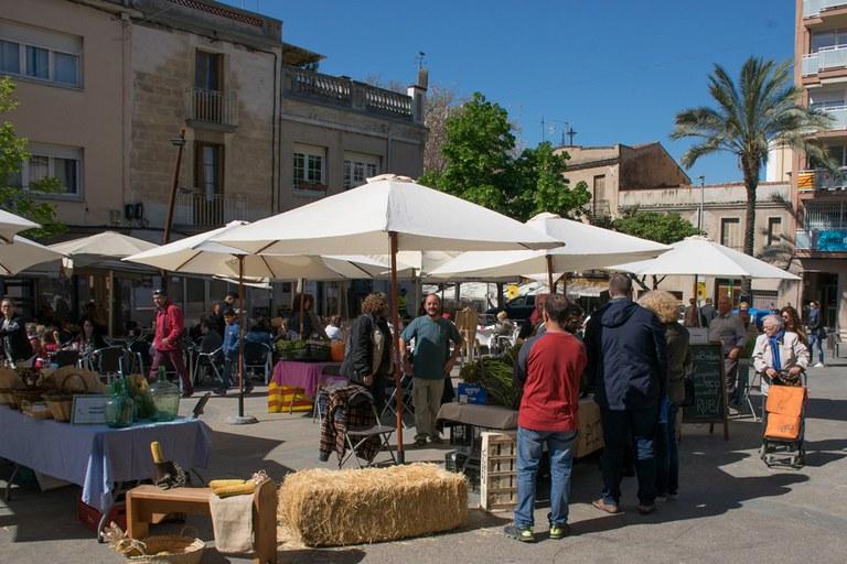 En la plaza Catalunya, los visitantes han encontrado una muestra de productores agrícolas locales (foto: Localpres)