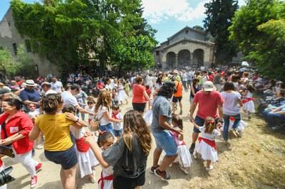 Las danzas participativas del Esbart han puesto el punto final a la jornada festiva (foto: Ayuntamiento - Localpres)