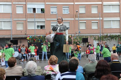 La giganta Lola durante la Fiesta de la Primavera de 2011 (foto: Lídia Larrossa) .
