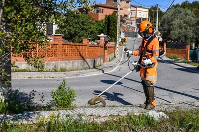 El equipo de la Font del Ferro, realizando tareas de mantenimiento en Can Solà (foto: Ayuntamiento de Rubí - Localpres).