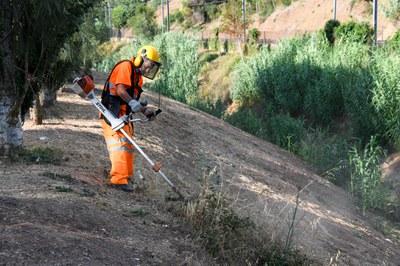 Peón de la Font del Ferro trabajando en el Arboretum (foto: Ayuntamiento de Rubí - Localpres).