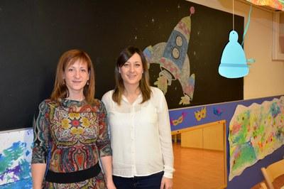 La concejala del Área de Servicios a las Personas con la directora de la EBM Lluna.