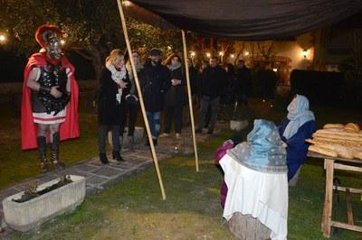La alcaldesa, miembros del equipo de gobierno y concejales de otros grupos municipales han recorrido las diferentes escenas del belén (foto: Localpres).